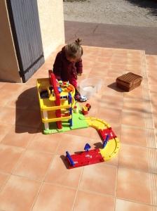 30/03/150- Premiers jeux dehors, au soleil